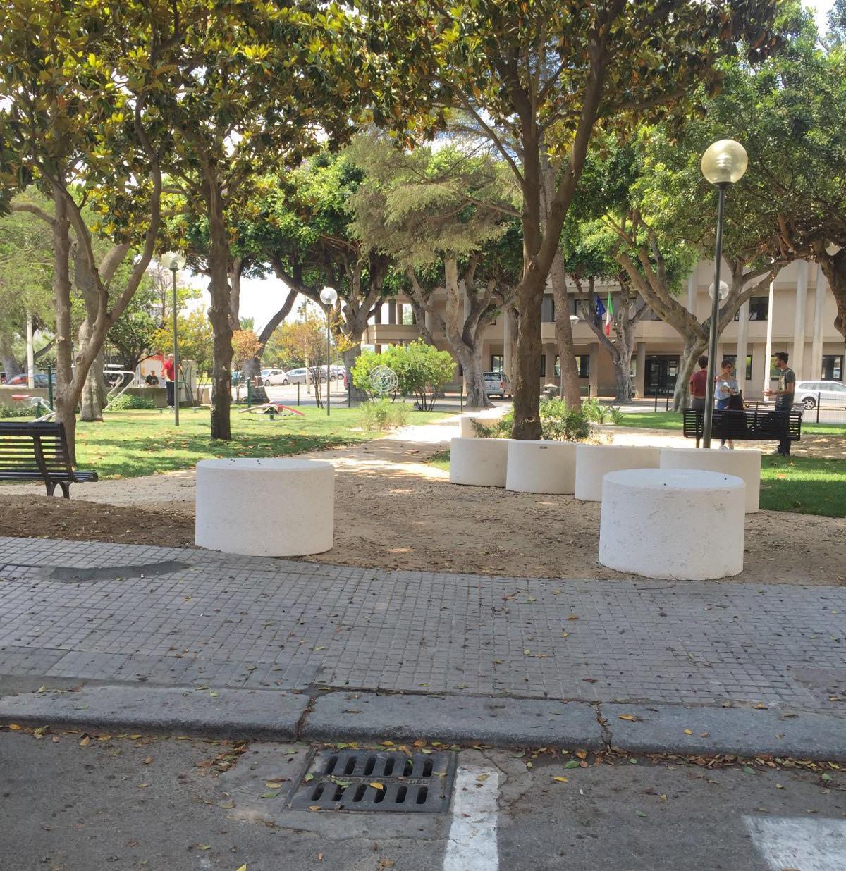 Arredo urbano cagliari madeddu manufatti fioriere e for Codal arredo urbano